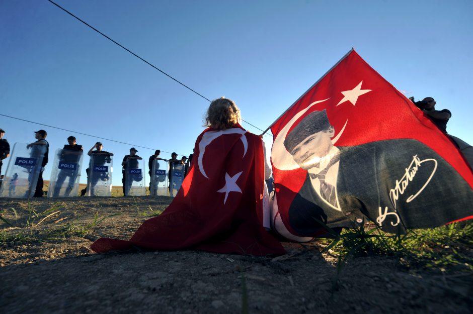 Buvęs Turkijos armijos vadas už planuotą perversmą nuteistas kalėti iki gyvos galvos
