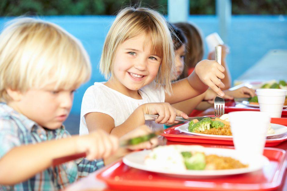 Moksleivių mityba: mėsainis ar obuolys?