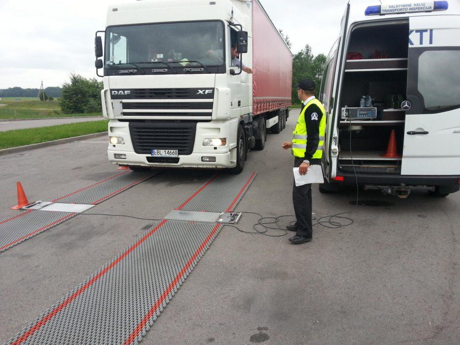 Policijos reidas: baudos už nuovargį prie vairo ir per didelį krovinio svorį