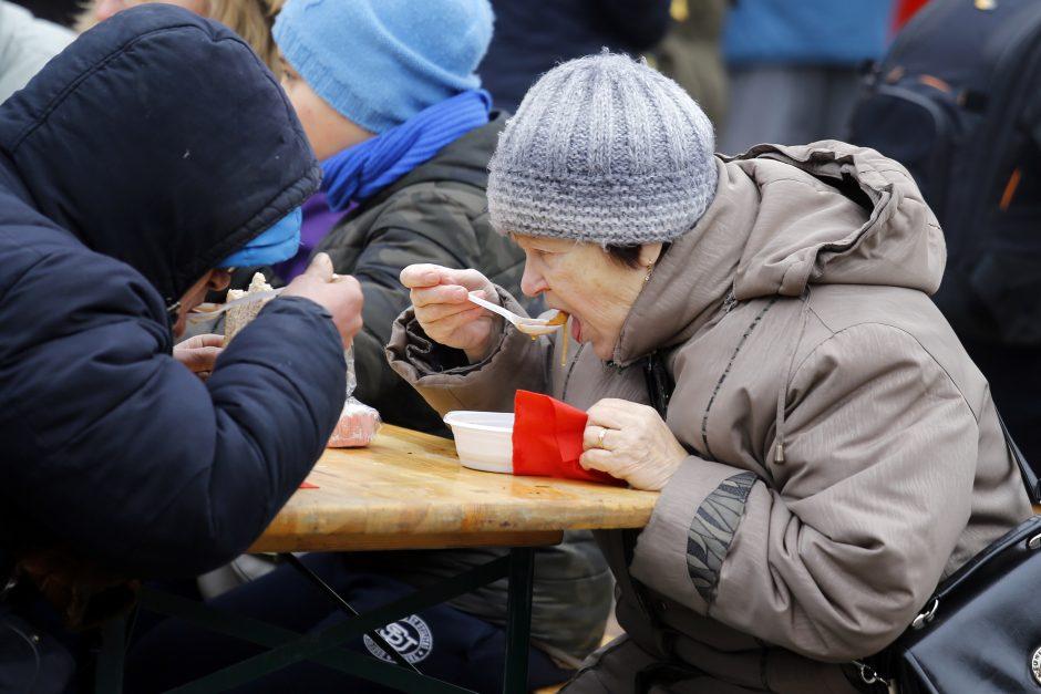 Šimtai klaipėdiečių šildėsi maltiečių sriuba