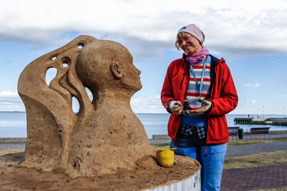 Juodkrantėje auga smėlio skulptūros