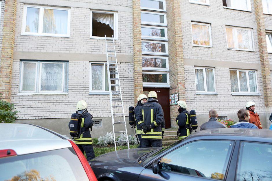 Nusiminusią moterį Klaipėdoje gelbėjo ugniagesiai ir medikai