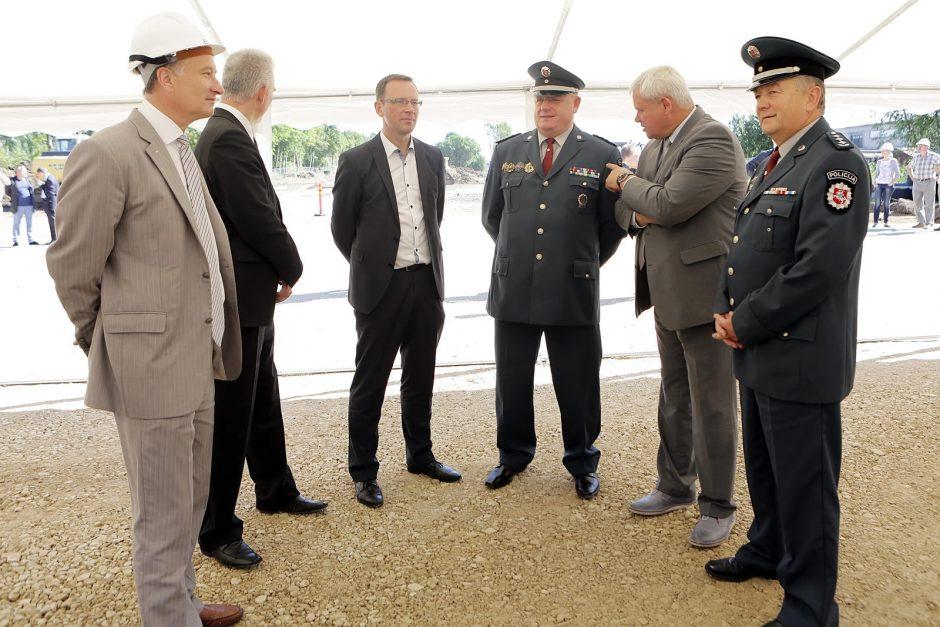 Policijos komisariato kapsulės įbetonavimas