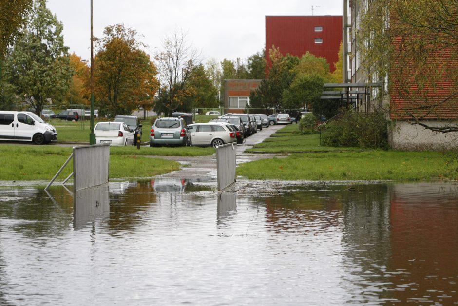 Į mokyklą – briste per vandenį