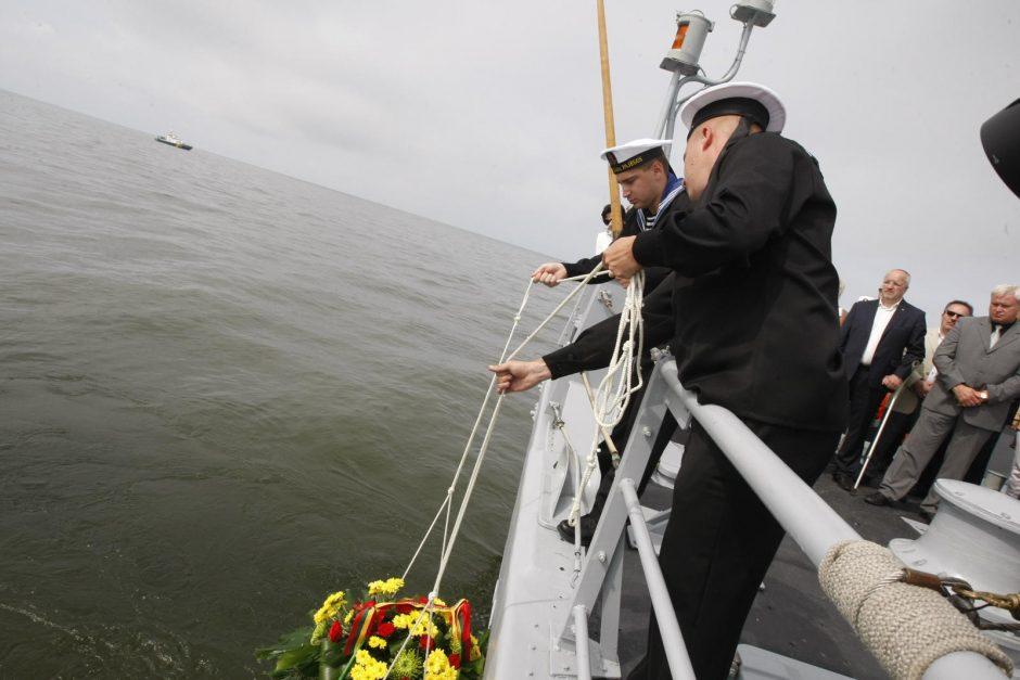 Jaudinanti ceremonija: pagerbti negrįžę jūrininkai