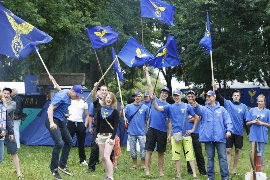 """Prie Luksto """"Tvarka ir teisingumas"""" partiečiai kūrė didžiausią ES vėliavą"""