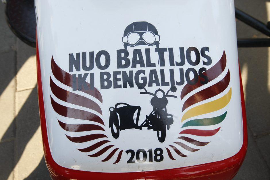 Į Bengaliją motociklininkai išvyko su duona ir lašiniais