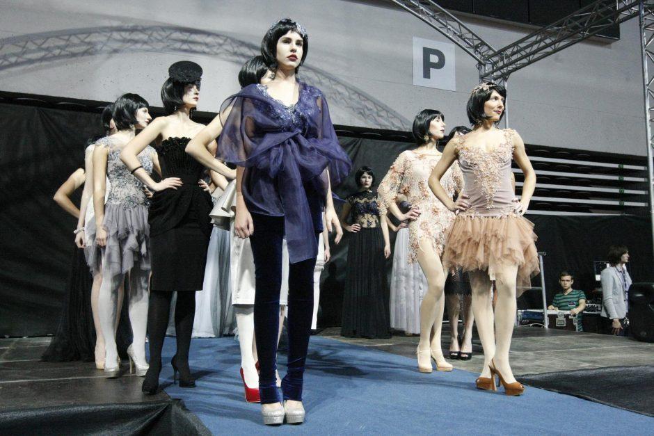 Klaipėdietes užbūrė dizainerio L. Salasevičiaus suknelės