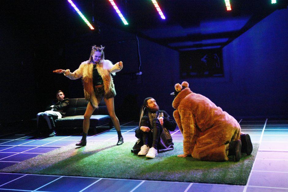 Klaipėdiečiai Dramos teatre jaukinsis vidinį triušį