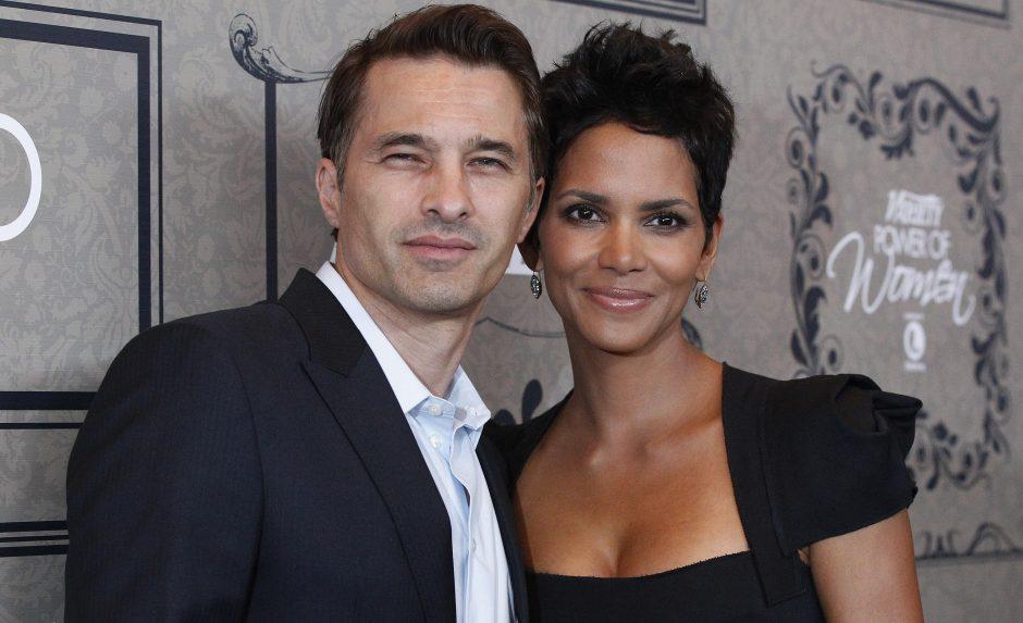 H. Berry ir O. Martinezas  susituokė  Prancūzijoje
