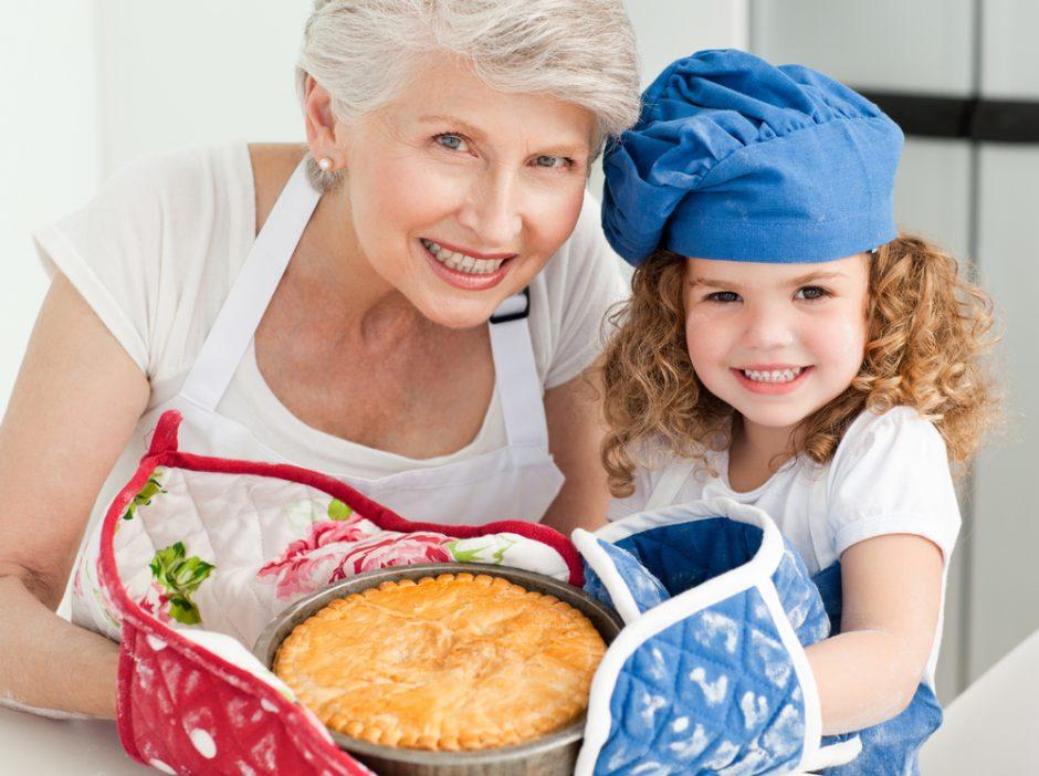 Močiučių priežiūra tampa vaikaičių nutukimo priežastimi