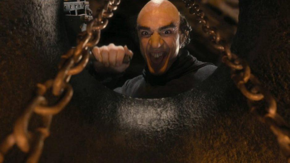 """Piktąjį burtininką įkūnijęs H. Azaria sūnui filmą """"Smurfai 2"""" leis žiūrėti tik po poros metų"""