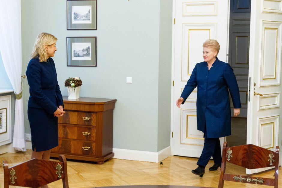 Prezidentė susitinka su atleidžiamais ministrais