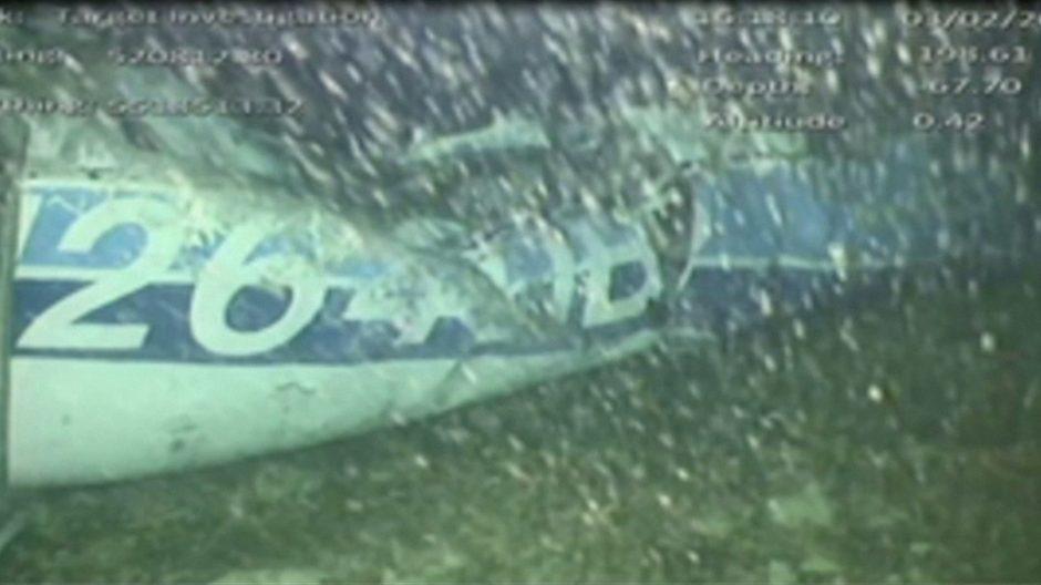 Iš futbolininko E. Salos lėktuvo nuolaužų ištrauktas kūnas