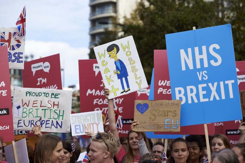 """Tūkstančiai britų gatvėse reikalauja antro referendumo dėl """"Brexit"""""""
