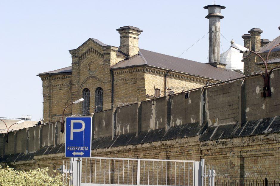 """Kalėjimo prižiūrėtoja jautė spaudimą: nesutiko """"susibendrauti"""" su nuteistaisiais"""