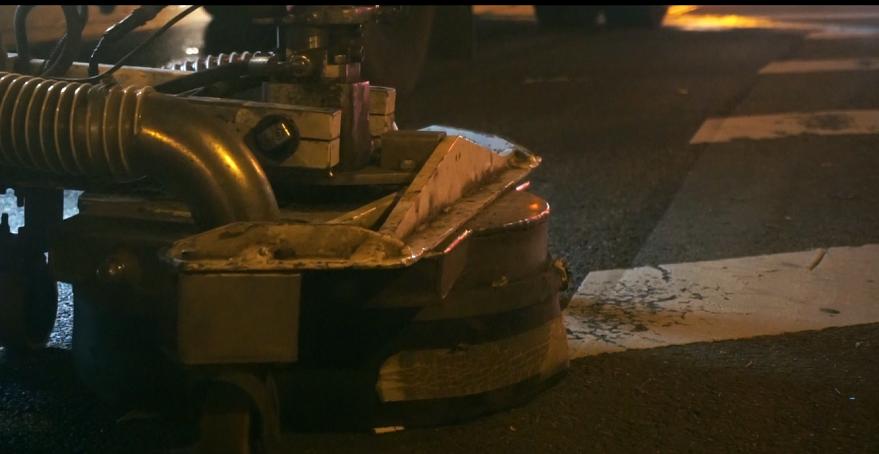 Kelių ženklinimas: ar žinote, kaip nuo asfalto dingsta senos linijos?