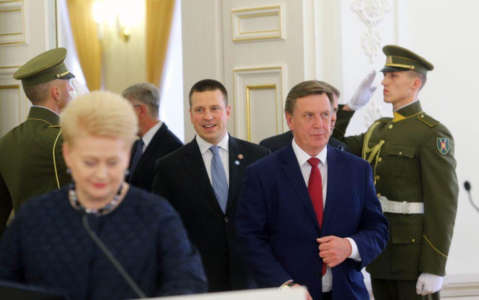 """A. Merkel Vilniuje žadėjo tęsti sankcijas Rusijai, bet gynė """"Nord Stream"""""""