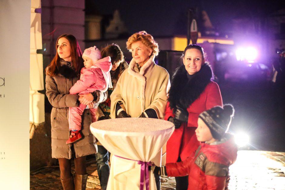 Kaunas pagerbė neišnešiotus naujagimius: Rotušė nušvito purpurine spalva