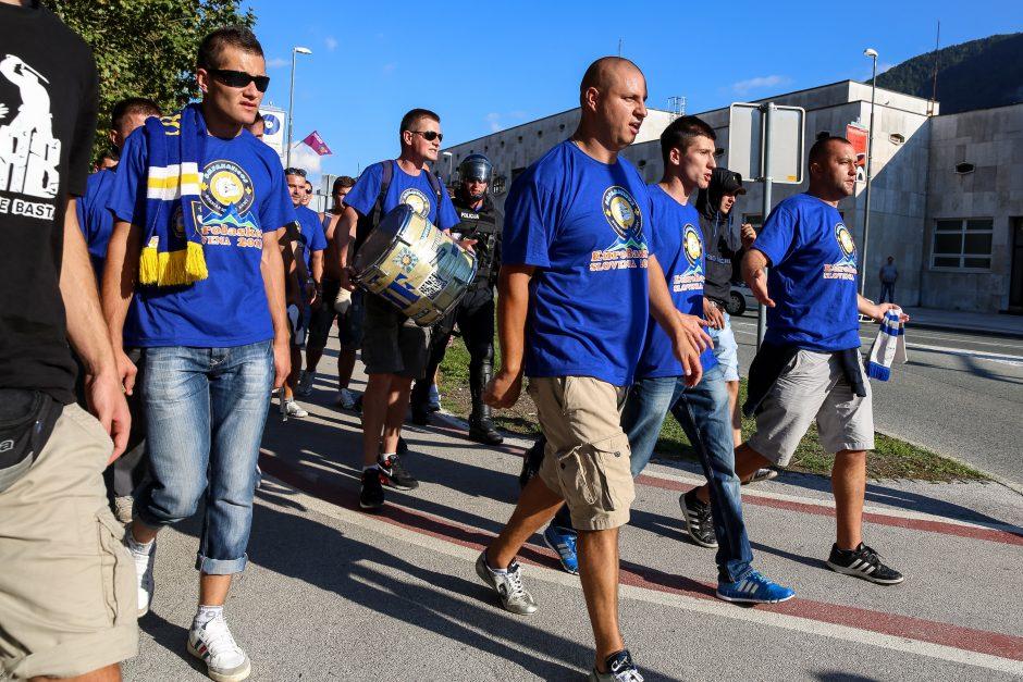 Prieš BIH ir Serbijos rungtynes fanai apsimėtė akmenimis