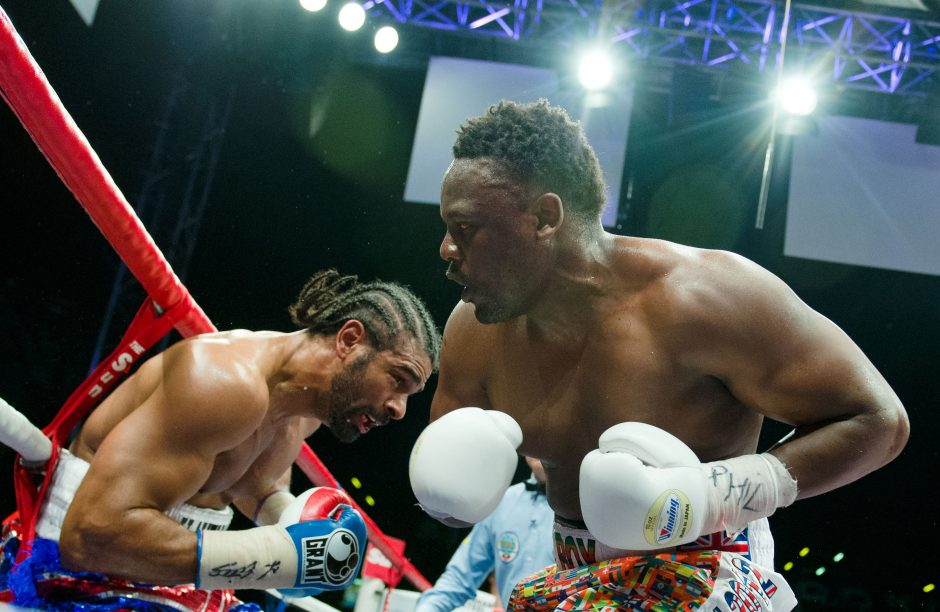 Boksas: D. Chisora kontraversiškai išplėšė pergalę prieš M. Scottą