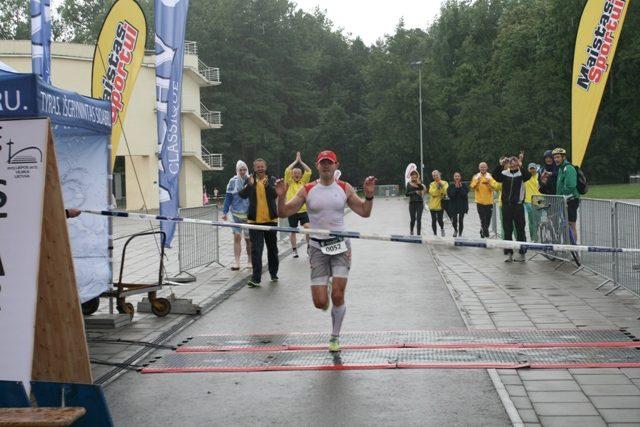 Sostinėje užfiksuotas naujas 100 km bėgimo Lietuvos rekordas