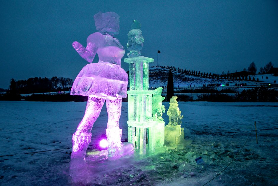 """Ledo skulptūrų ir šviesų festivalis """"Pasaka"""""""