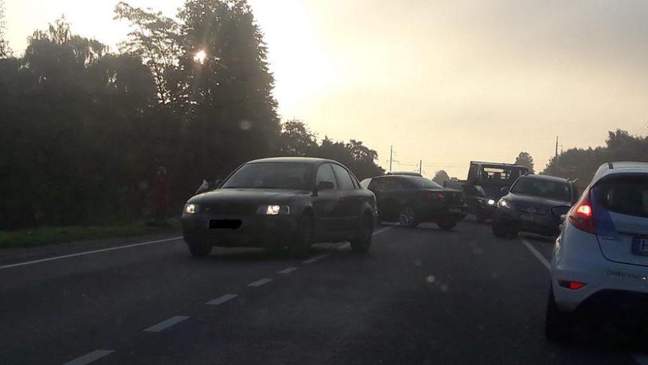 Rytą Kaune sunkino ir eismo spūstys, ir avarijos