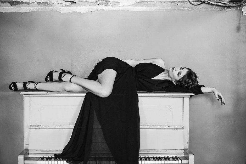 E. Jennings kviečia į vienos nakties muzikinį romaną