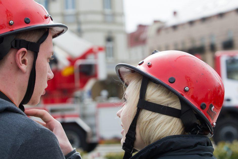 Ugniagesiai: krepšelio pakanka įsigyti tik menkai tarnybinės uniformos daliai