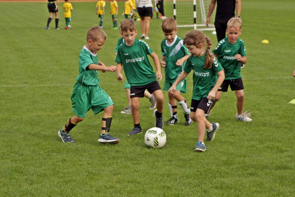 Istoriniame Kauno stadione futbolą žaidė šimtai vaikų