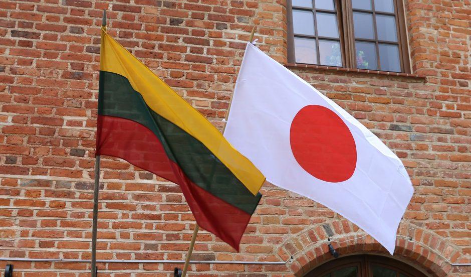 Smalsius japonus traukia Lietuvos kaimas