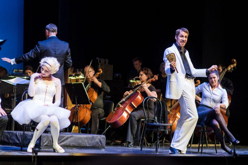 Muzikinio teatro sezoną paženklino įspaudas alėjoje