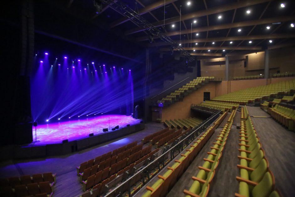 """Vasaros sezoną """"Domino"""" teatras pradės modernioje Palangos koncertų salėje"""