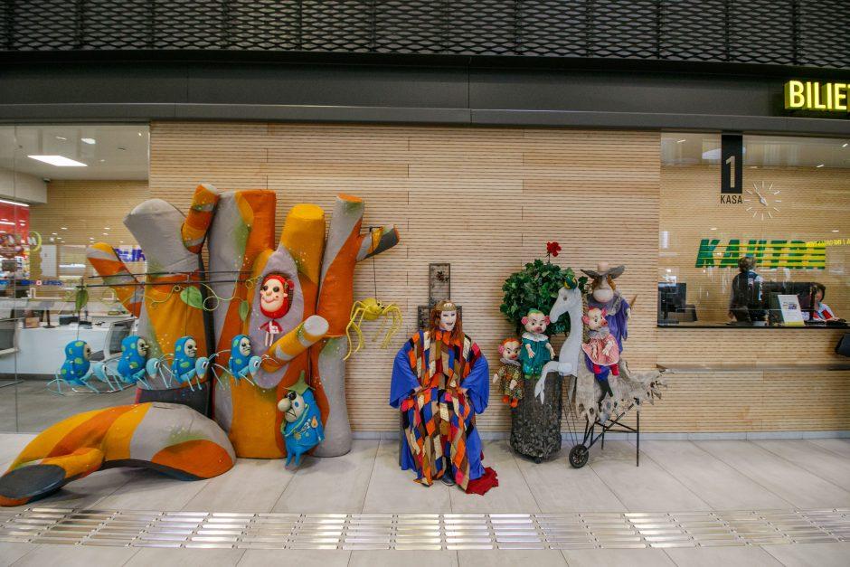 Netikėtumas: Kauno autobusų stotyje surengtas lėlių teatro pasirodymas