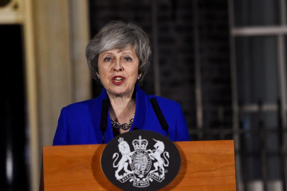 """Th. May teigia negalinti atmesti kieto """"Brexito"""" galimybės"""