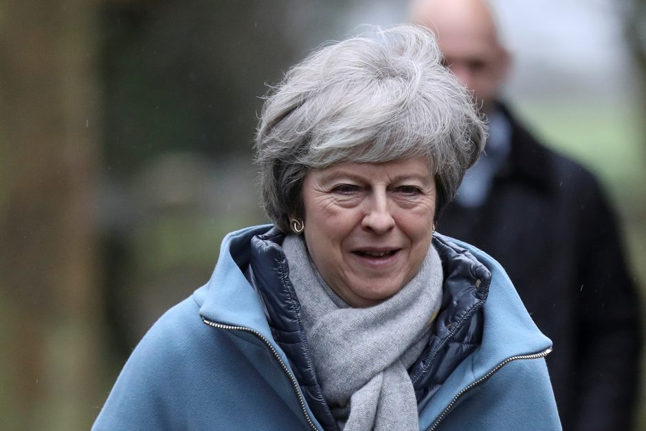 """Th. May prašys parlamento suteikti daugiau laiko deryboms dėl """"Brexit"""""""
