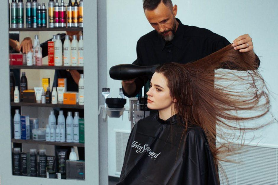 Aktorė A. Lukaitė tapo šukuosenų modeliu: plaukai yra svarbiausias aksesuaras