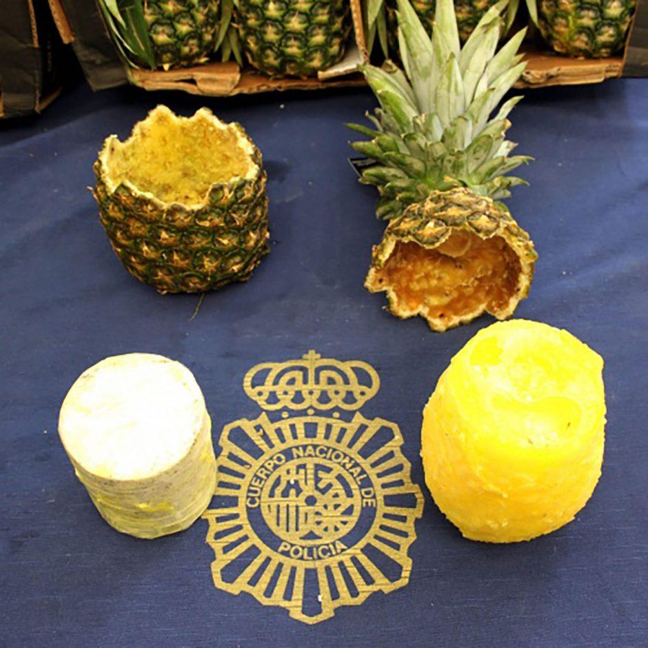 Nusikaltėlių išradingumas: 67 kilogramus kokaino paslėpė ananasuose