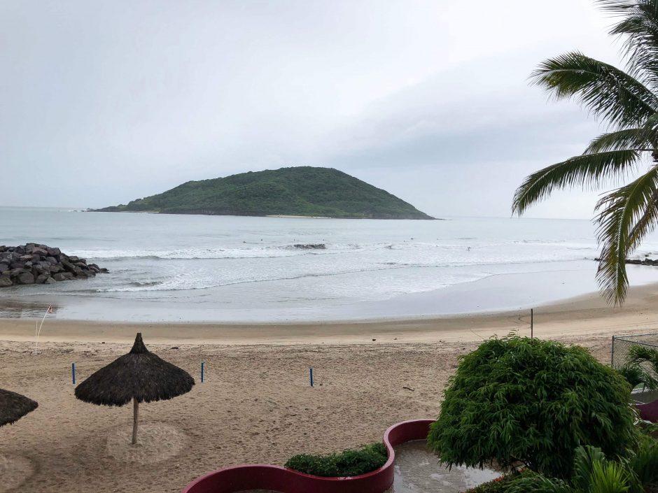 """Uraganas """"Willa"""" smogė Meksikos Ramiojo vandenyno pakrantei"""