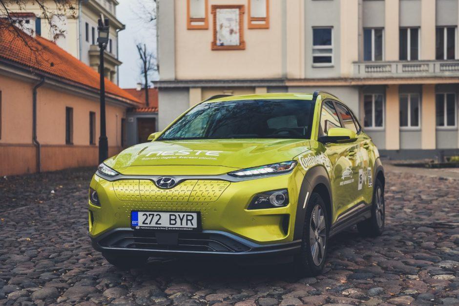 """Trakų pilyje paskelbtas """"Lietuvos metų automobilio 2019"""" septintukas"""