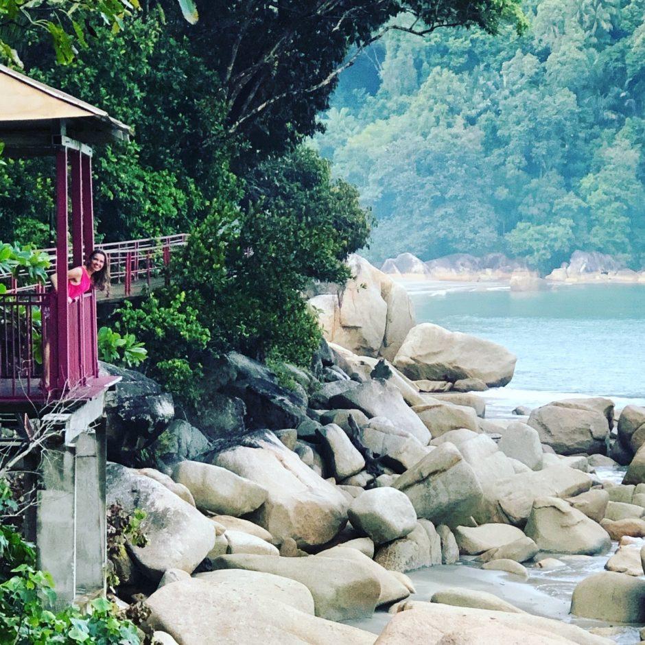 Malaizija: akimirksniu beždžionėlių išsegti auskarai ir lietuviškojo Banksy darbai