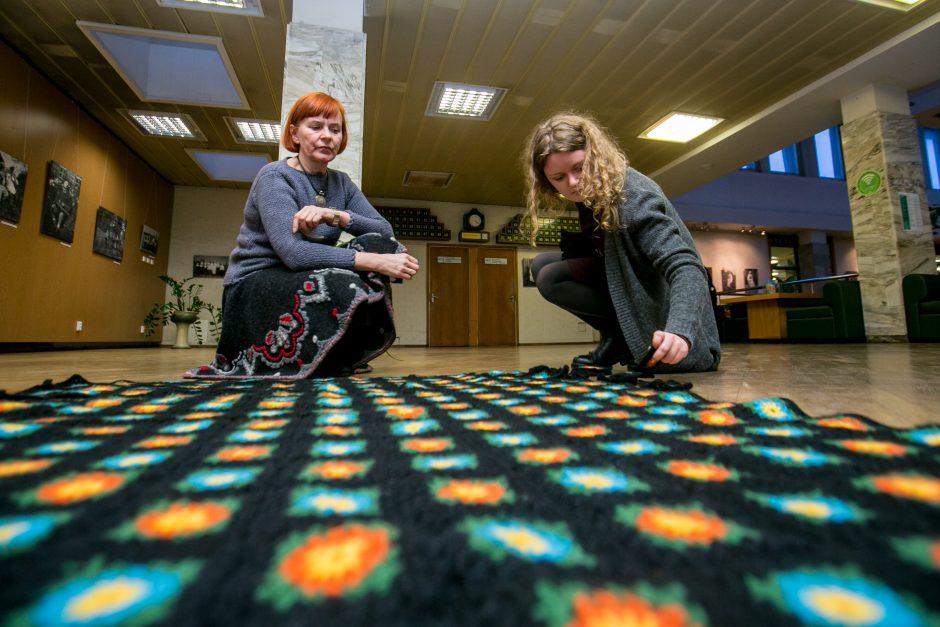 Didžiausią antklodę Europai neria ir bibliotekininkės
