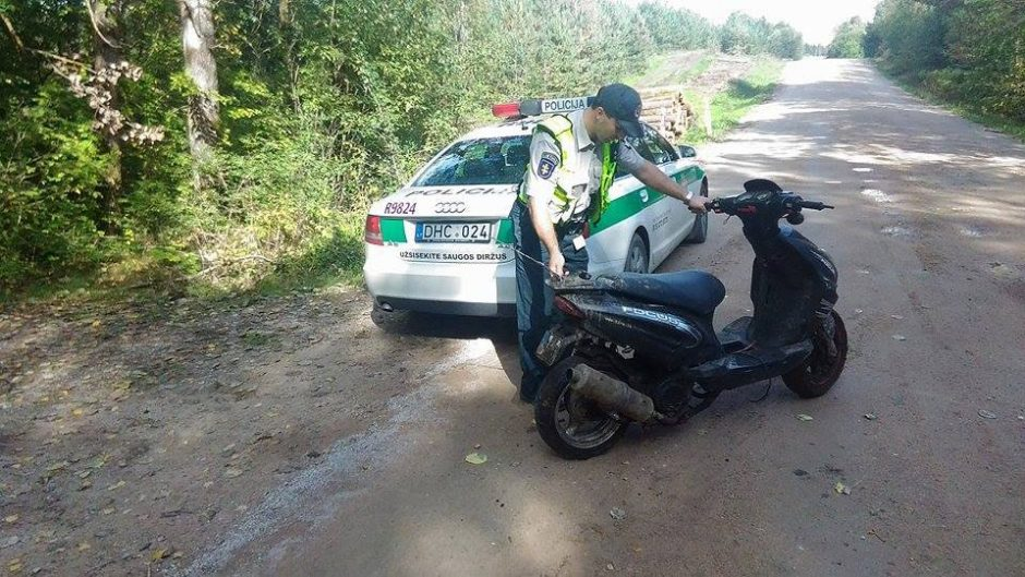Pasprukti bandžiusį modepo vairuotoją pareigūnai pasivijo bėgte