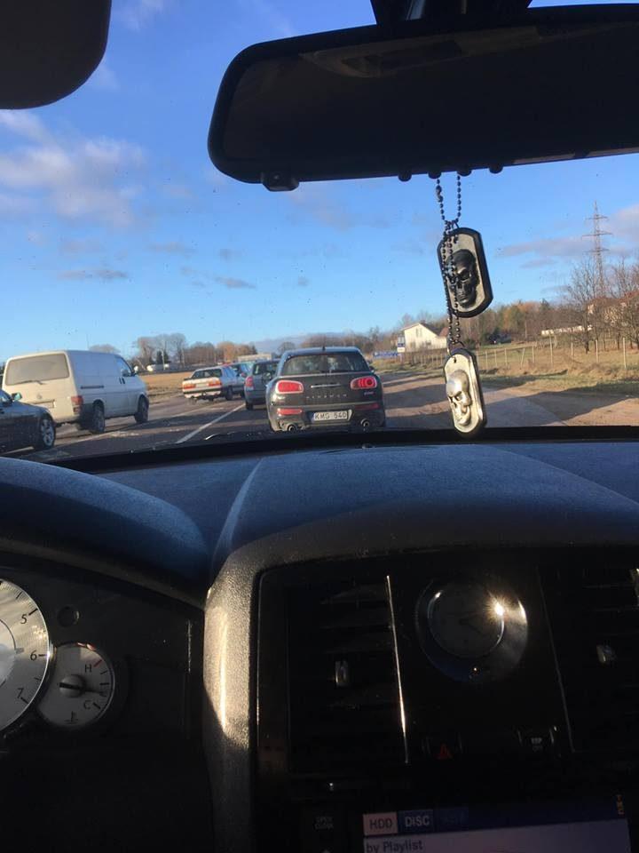 """Vandžiogalos plente neišsiteko """"Opel"""" ir sunkvežimis, yra sužeistųjų"""