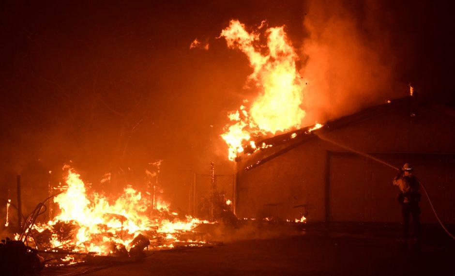 Miškų gaisrai niokoja Kaliforniją