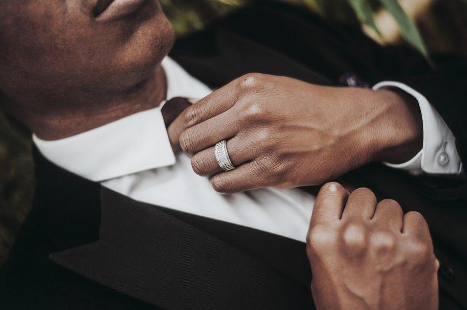 Savimi pasitikinčiam vyrui – aksesuarai iš plieno
