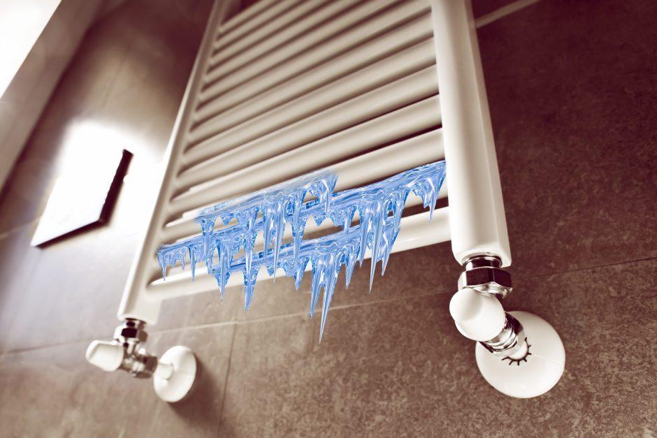 Nepavydėtina situacija: kol kaimynai atostogauja, gyventojai priversti šalti