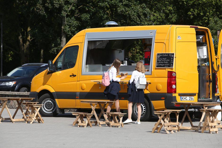 Savivalė: prie Kauno pilies kepė ir prekiavo be leidimų