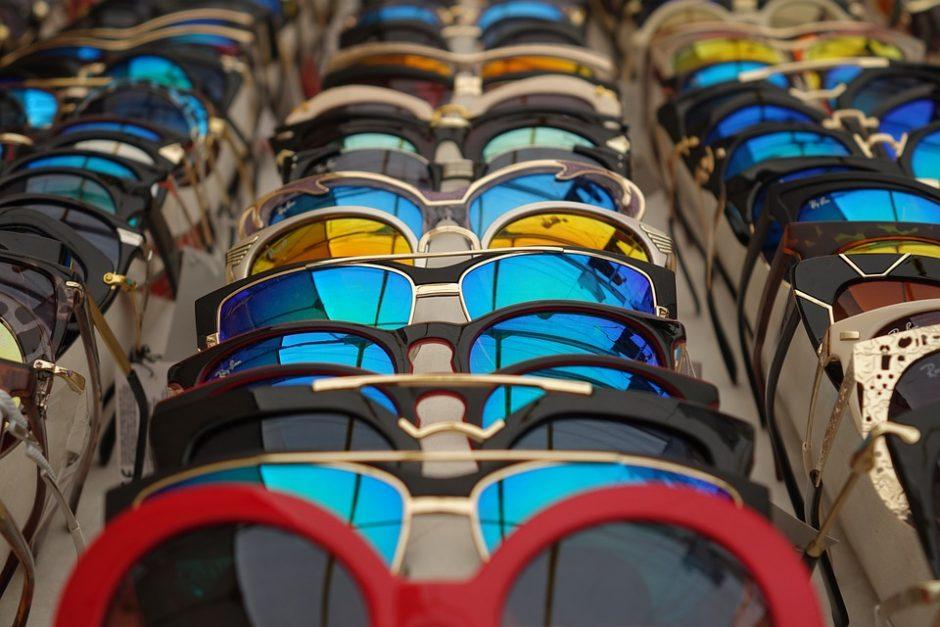 Kad akiniai nuo saulės taptų madingu aksesuaru (patarimai)
